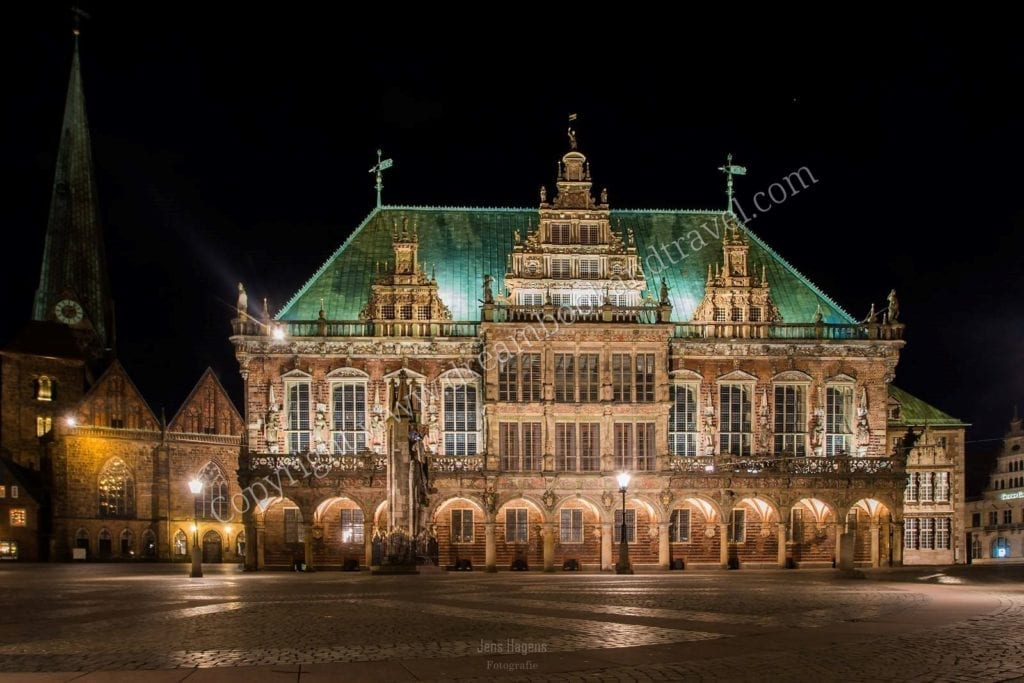 Bremen Town Hall with Roland Statue during the might