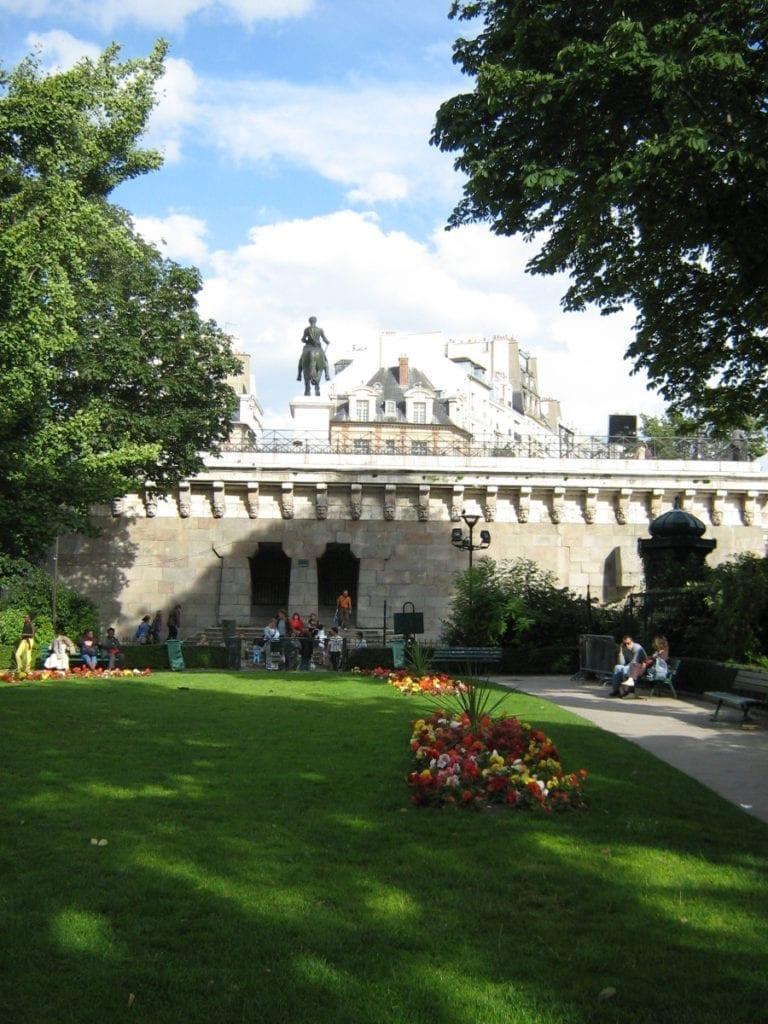 Three days in Paris itinerary - Le coin de vert gallant, my favorite Parisian hidden spot!