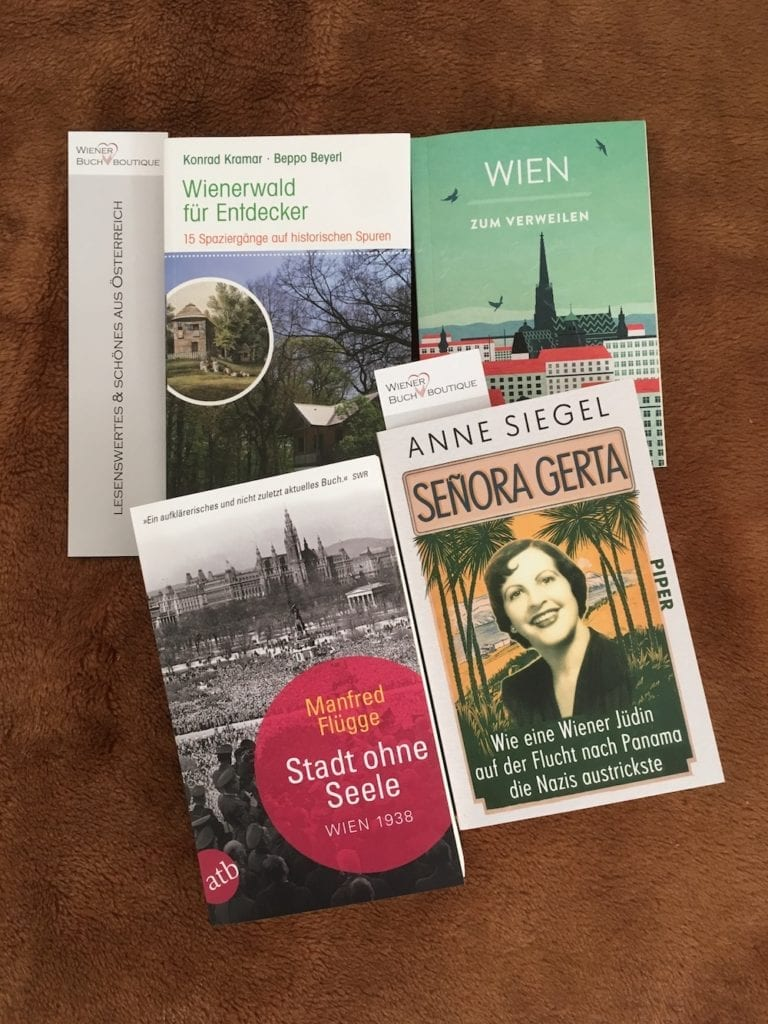 family quality time - book shopping Wiener Buchboutique