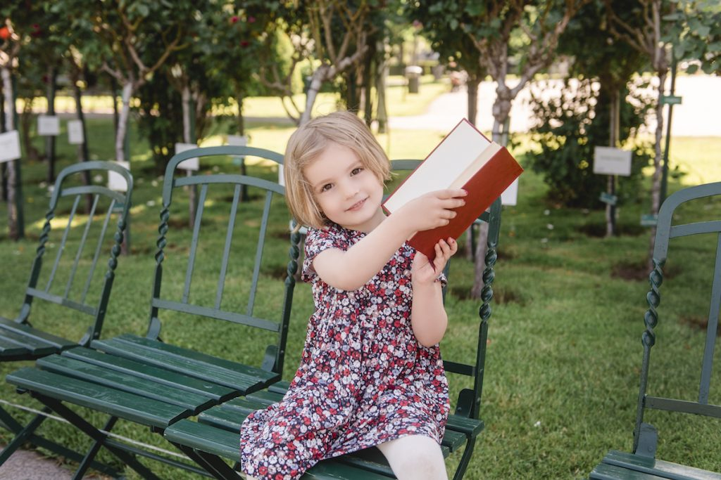 Vienna, Book, and Travel is our soul project that combines our love of books and travels with the experiences we make as lucky parents of our amazing daughter, Ilinca