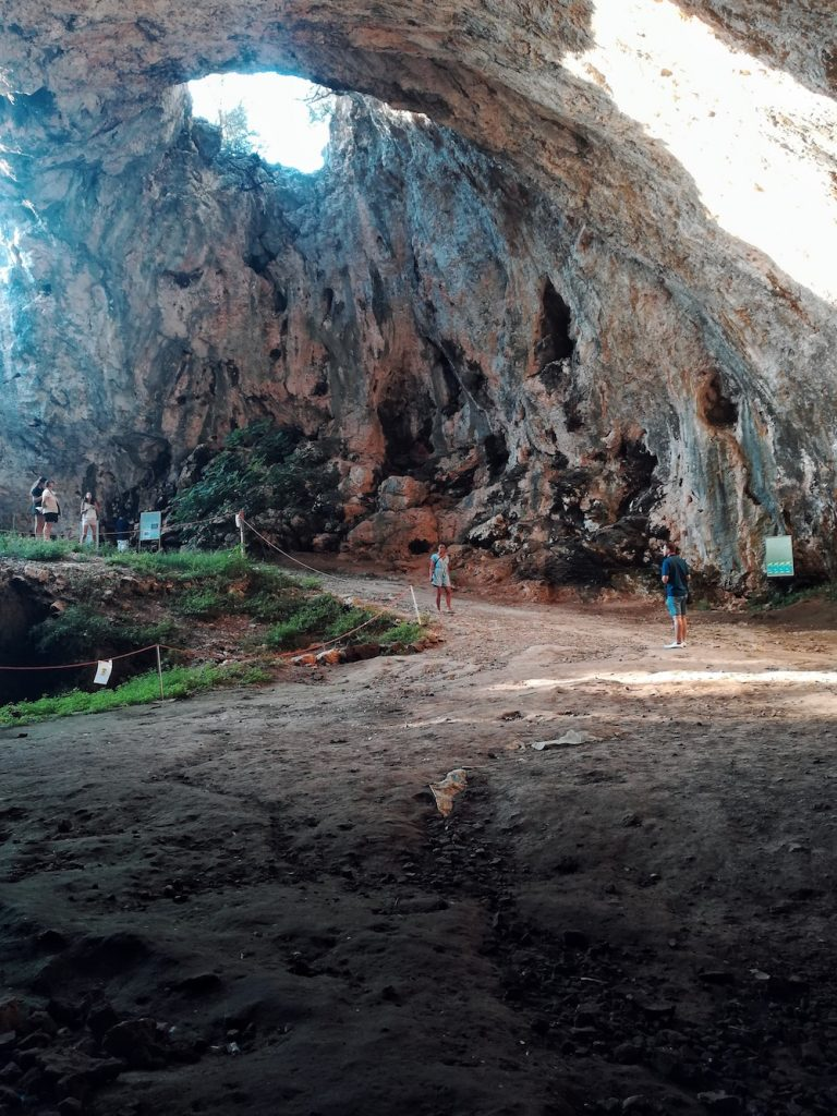 Croatia with kids - Vela Spila cave